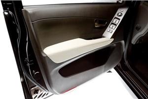 Предпросмотр ssangyong actyon sports 2010 внутренняя панель водительской двери