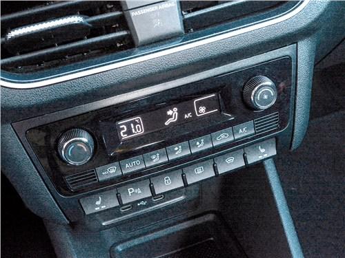 Volkswagen Polo (2020) центральная консоль
