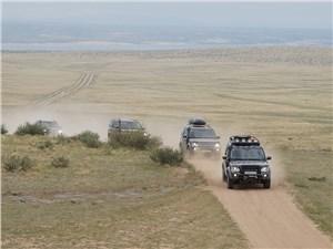 "Land Rover Discovery 2014 колонна на ""грунтовке"""