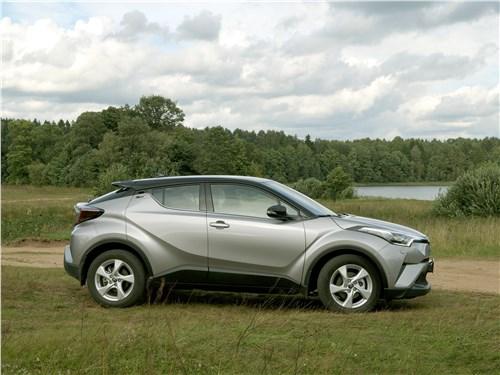Toyota C-HR 2016 вид сбоку