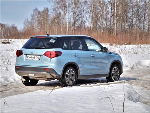 Suzuki Vitara - Suzuki Vitara 2019 вид сзади
