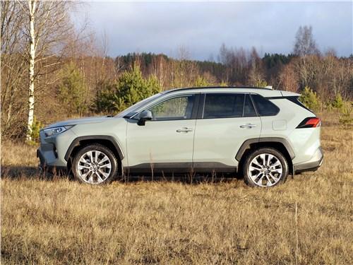 Toyota RAV4 2019 вид сбоку