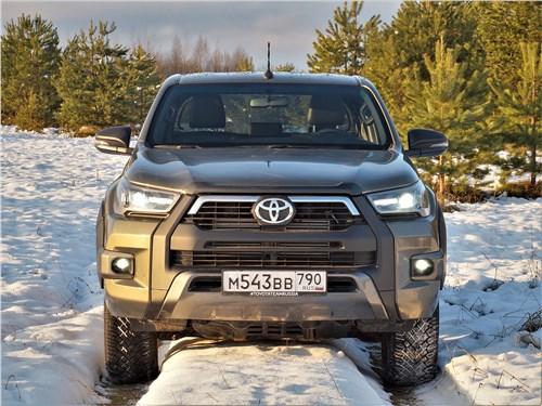 Toyota Hilux (2021) вид спереди