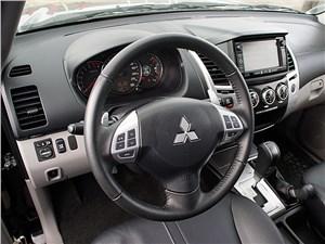 Mitsubishi Pajero Sport 2013 водительское место