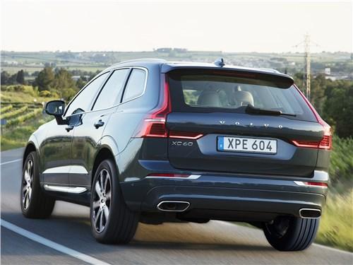 Volvo XC60 2018 вид сзади