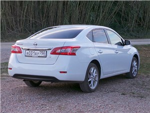Nissan Sentra - Nissan Sentra 2013 вид сзади