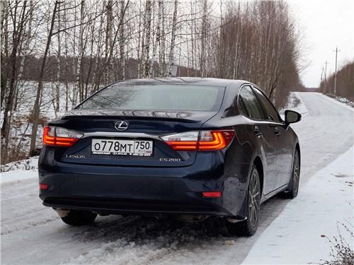 Lexus ES 200 2016 вид сзади
