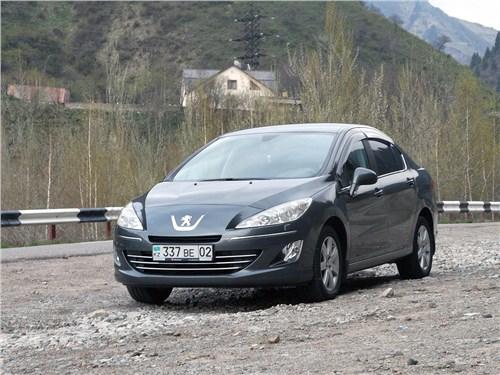 Peugeot 408 2012 вид спереди