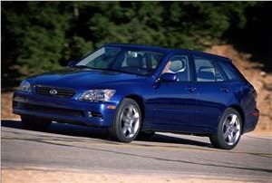 Предпросмотр lexus is300 2001 универсал вид слева спереди в динамике