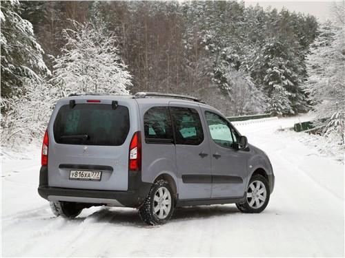 Peugeot Partner Tepee 2016 вид сзади сбоку