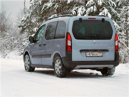 Peugeot Partner Tepee 2016 вид сзади