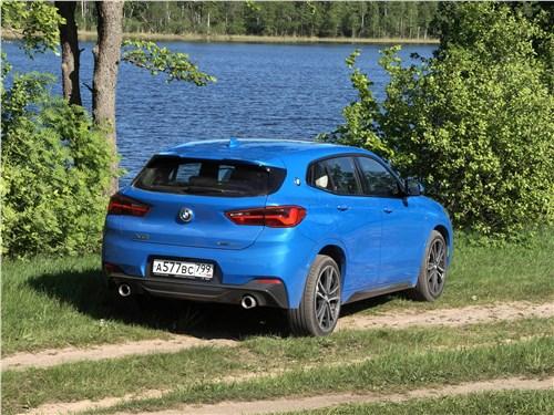 BMW X2 2019 вид сзади