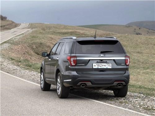 Предпросмотр ford explorer 2018 вид сзади на трассе