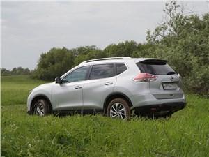 Nissan X-Trail 2014 вид сбоку