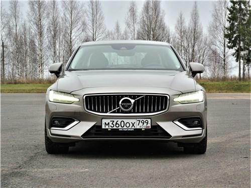 Volvo S60 2019 вид спереди