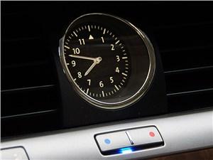 Volkswagen Phaeton 2011 часы