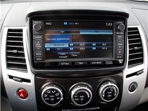 Mitsubishi Pajero Sport 2013 дисплей мультимедиасистемы