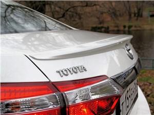 Toyota Corolla 2013 задний фонарь, антикрыло