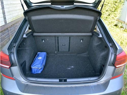 Volkswagen Polo (2020) багажное отделение