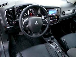 Mitsubishi Outlander 2014 водительское место