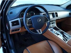 Jaguar XF 2011 водительское место