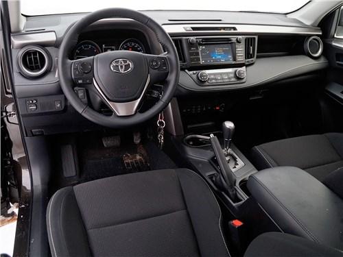 Toyota RAV4 2016 водительское место