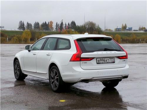 Volvo V90 Cross Country 2017 вид сзади
