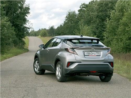 Toyota C-HR 2016 вид сзади