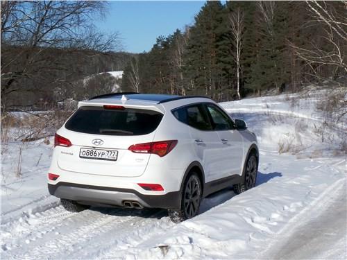 Hyundai Santa Fe 2015 вид сзади