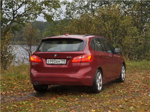 BMW 2 Series Active Tourer 2017 вид сзади