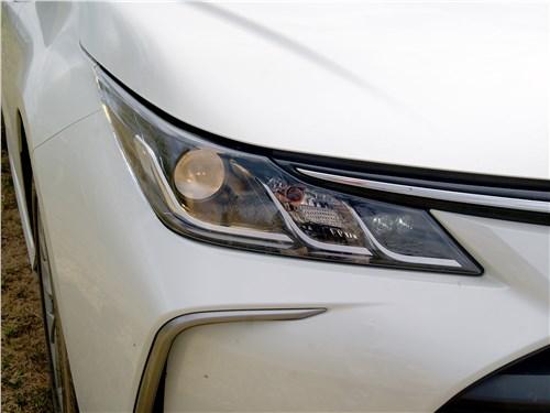 Toyota Corolla 2019 передняя фара