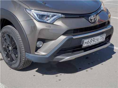 Toyota RAV4 2016 накладки на переднем бампере