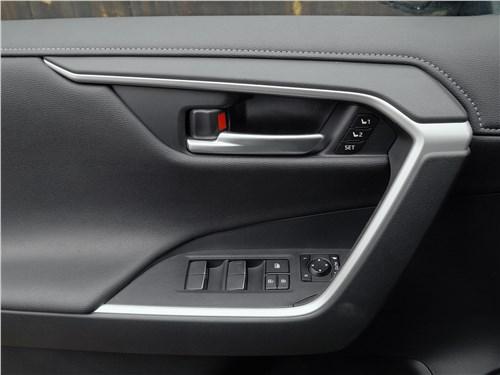 Toyota RAV4 2019 дверь