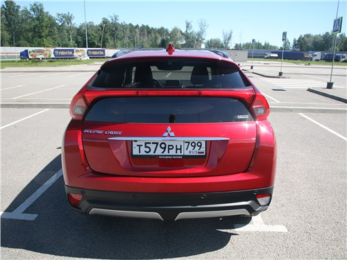 Mitsubishi Eclipse Cross 2018 вид сзади