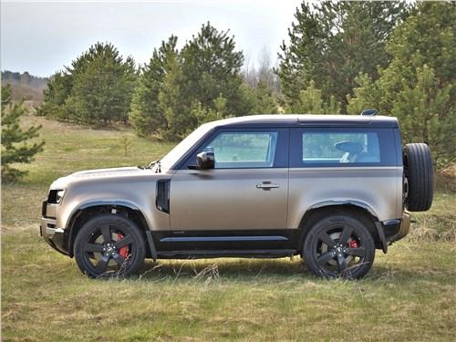 Land Rover Defender 90 (2020) вид сбоку