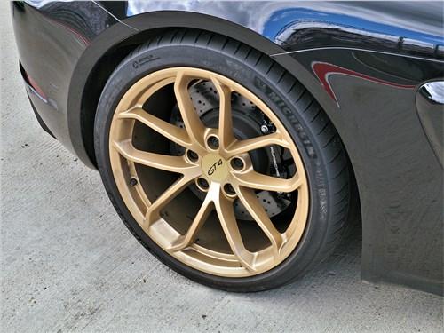 Porsche Cayman GT4 (2020) колесо