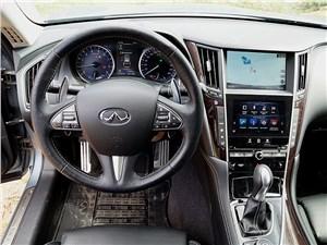 Infiniti Q50S Hybrid 2013 водительское место
