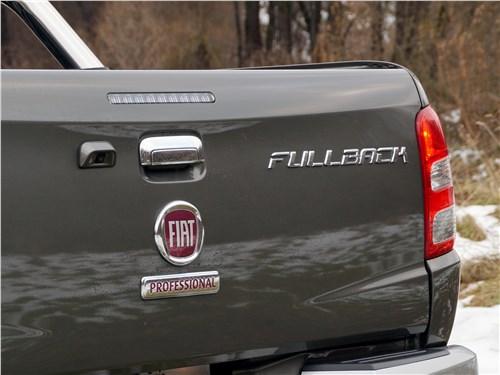 Fiat Fullback 2016 вид сзади