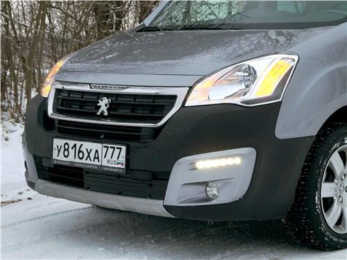 Peugeot Partner Tepee 2016 передняя фара