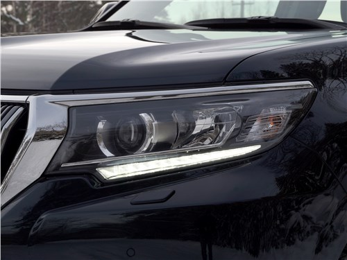 Предпросмотр toyota land cruiser prado 2017 передняя фара