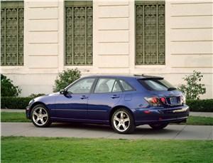 Lexus IS300 2001 универсал вид слева сзади