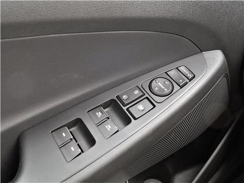 Hyundai Tucson 2019 кнопки на подлокотнике