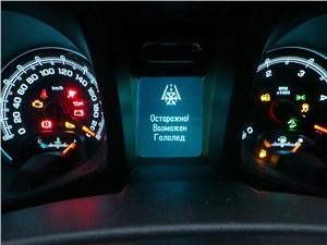 Chevrolet Trailblazer 2012 приборная панель