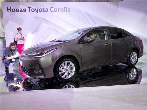 Toyota Corolla 2017 вид сбоку