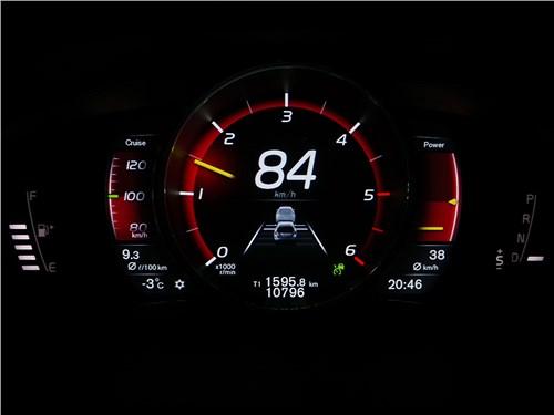 Volvo V60 Cross Country: при значении «круиза» 100 км/ч автомобиль движется за «тихоходом» со скоростью 84 км/ч