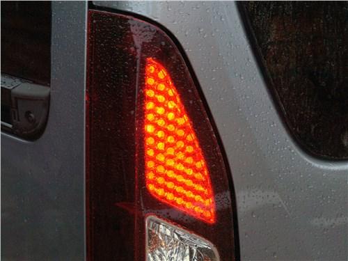 Peugeot Partner Tepee 2016 задний фонарь
