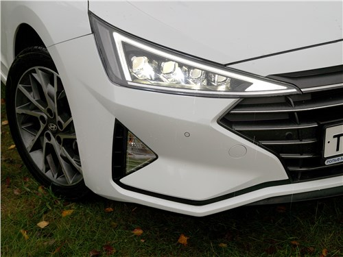 Hyundai Elantra 2019 передние фары