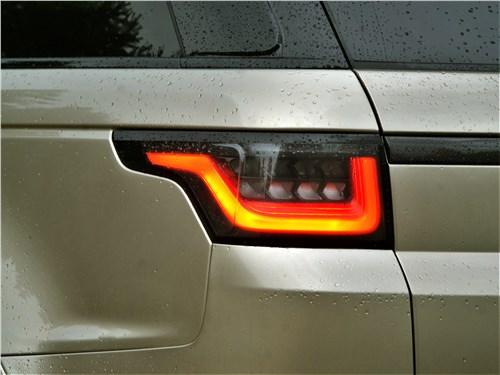 Land Rover Range Rover Sport SVR (2018) задний фонарь