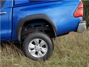 Toyota HiLux 2016 задняя подвеска