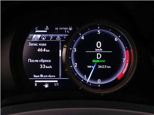 Lexus RC F Sport 2014 приборная панель